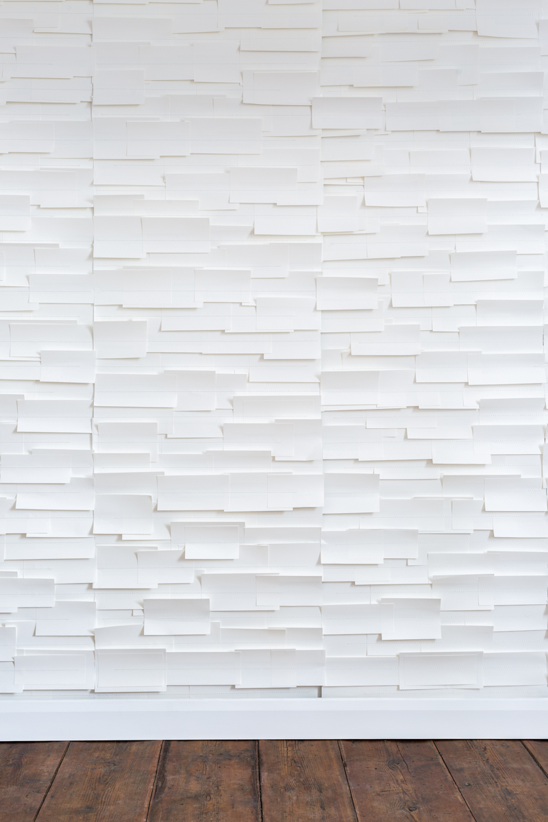 IN THE WHITE ROOM - Tracy Kendall Wallpaper (photo - Ollie Harrop)