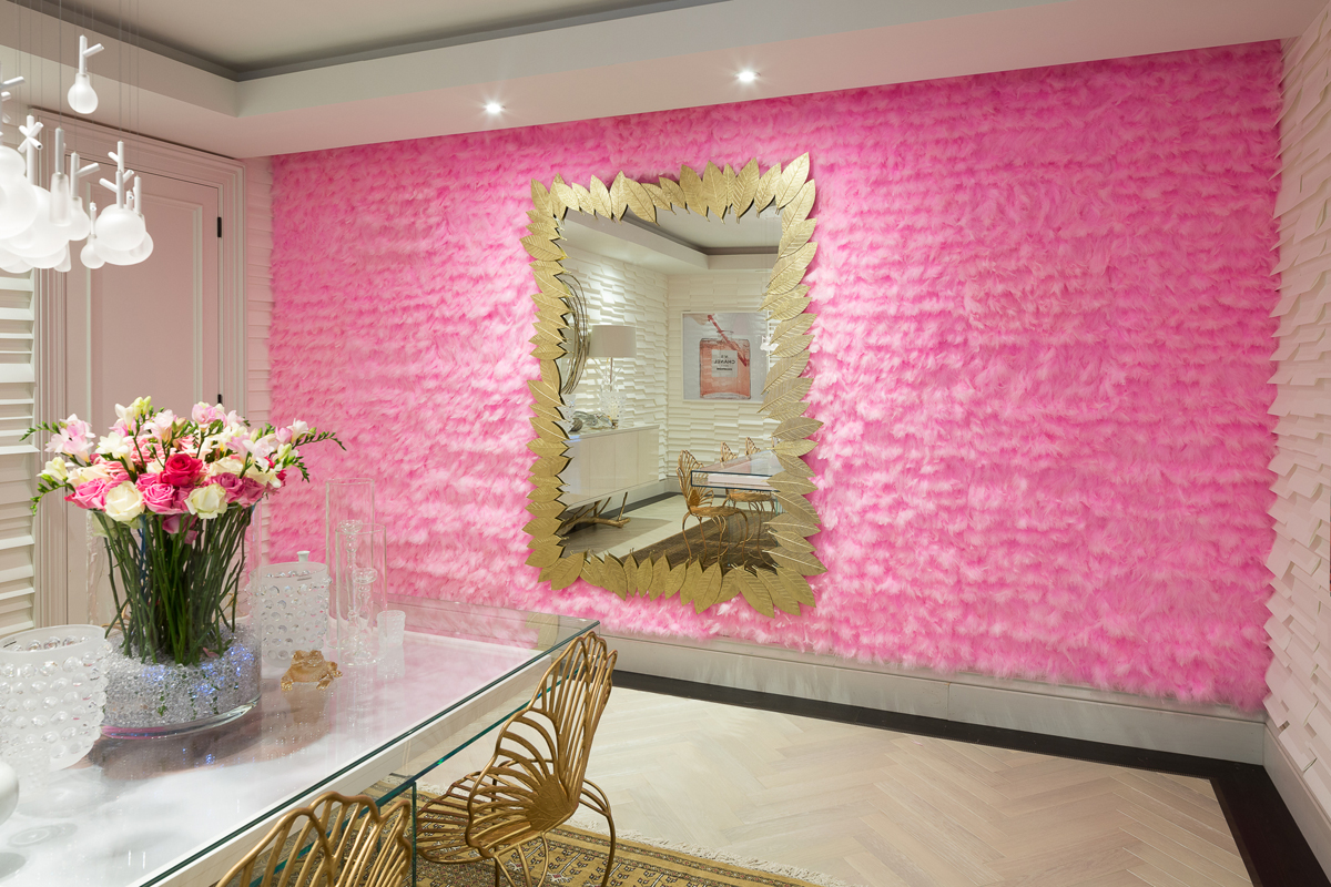 PINK FEATHERS - Tracy Kendall Wallpaper (photo - Ollie Harrop)
