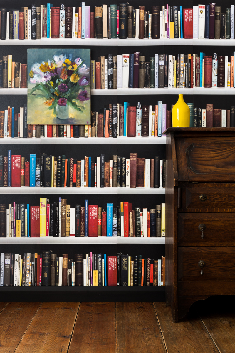 BOOKSHELVES (black) - Tracy Kendall Wallpaper (photo - Ollie Harrop)