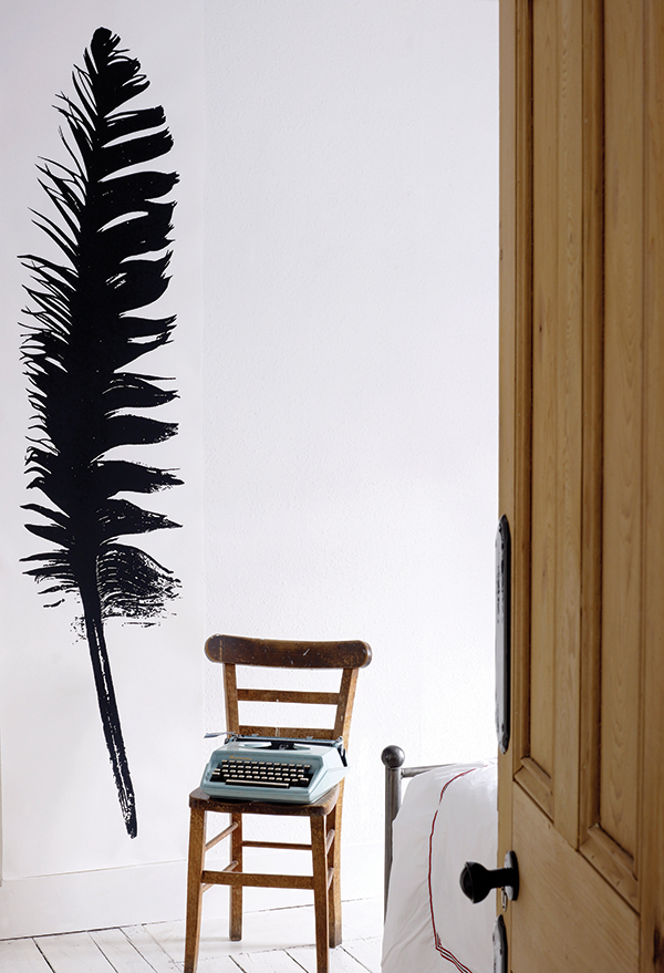 OPEN FEATHER - Tracy Kendall Wallpaper (photo - Rachel Smith)
